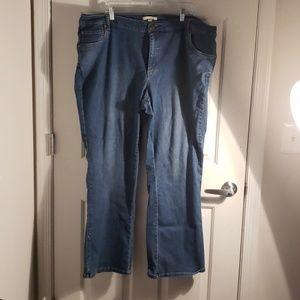 Women within 24W faded blue jeans